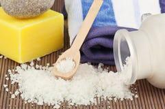 Sal e sabão de banho fotos de stock