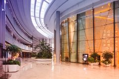 Sal?o de constru??o comercial moderno do hotel do corredor do escrit?rio da entrada imagem de stock