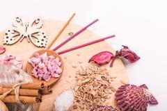 Sal para o banho, cosmetologia médica da aromaterapia, cuidado dos termas Imagens de Stock