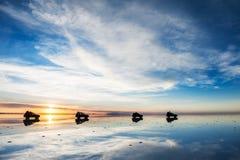 Sal Salar de Uyuni plano en la salida del sol, Bolivia fotografía de archivo