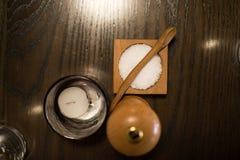 Sal y pimienta en un restaurante fotografía de archivo libre de regalías