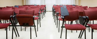 Sala. Empty conference and conventions room with chairs Royalty Free Stock Photos
