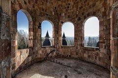 Sala abandonada no castelo Fotos de Stock Royalty Free
