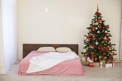 Sala branca do Natal do ano novo com árvore de Natal 2018 2019 Fotografia de Stock Royalty Free
