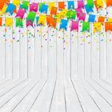 A sala com confetes coloridos na textura de madeira mura o fundo Fotografia de Stock Royalty Free