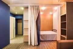Sala com cores reconfortantes, atmosfera caseiro Imagem de Stock Royalty Free
