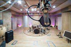 Sala com equipamento da música Imagens de Stock