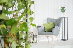 Sala com o papel de parede 3d Imagem de Stock Royalty Free