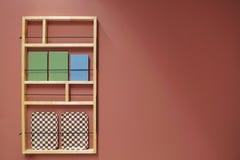Sala com a prateleira na cor pastel imagem de stock royalty free