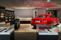 Sala d'esposizione del concessionario auto Fotografie Stock Libere da Diritti