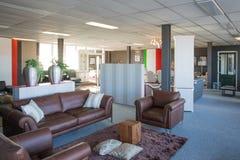 Sala d'esposizione del negozio di mobili moderno e di lusso Immagini Stock