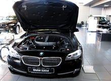Sala d'esposizione dell'automobile Immagini Stock