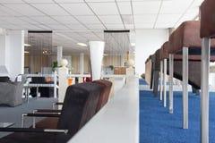 Sala d'esposizione di mobilia moderna Fotografie Stock Libere da Diritti