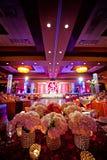 Sala da ballo decorata per la cerimonia nuziale indiana Immagine Stock