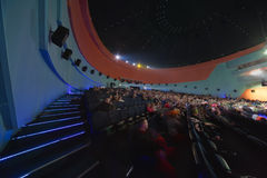 Sala da concerto con la gente Fotografia Stock