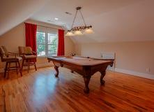 Sala da mesa de bilhar na casa feita sob encomenda imagem de stock royalty free