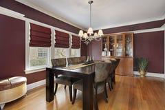 Sala da pranzo con le pareti marrone rossiccio Immagini Stock Libere da Diritti
