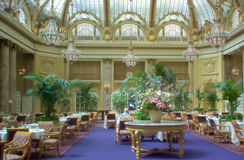Sala da pranzo di Sheraton Palace Hotel Garden Court, San Francisco immagini stock libere da diritti