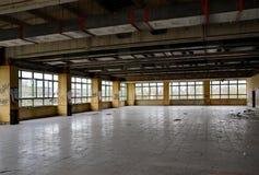 Sala da pranzo di una fabbrica in disuso Fotografie Stock Libere da Diritti