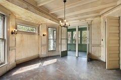 Sala da pranzo nella vecchia casa abbandonata Fotografia Stock Libera da Diritti