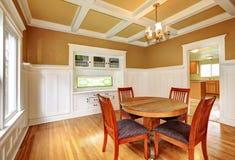 Sala da pranzo in una vecchia casa Fotografie Stock