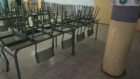 Sala da pranzo vuota della scuola stock footage