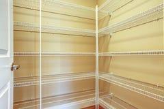 A sala das pessoas sem marcação do armazenamento Foto de Stock