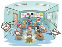 Sala de aula desarrumado da escola dos desenhos animados completamente do estudante impertinente da criança Foto de Stock