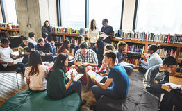 Sala de aula do colega que compartilha do conceito internacional do amigo Fotografia de Stock Royalty Free