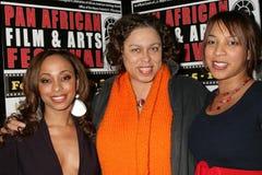 Sala de Caryn con Lydia Martinelli y Daniella Blechner en la premier africana del festival de película de la cacerola de ?Layla?.  Fotos de archivo libres de regalías