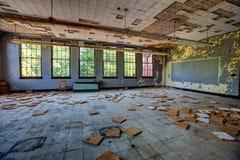 Sala de clase abandonada Imagenes de archivo
