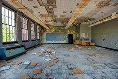 Sala de clase abandonada Foto de archivo libre de regalías