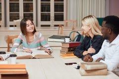 Sala de clase del compañero de clase que comparte concepto internacional del amigo imagen de archivo libre de regalías