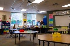 Sala de clase en escuela primaria fotos de archivo
