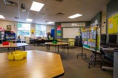 Sala de clase en escuela primaria imagen de archivo libre de regalías