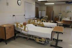 Sala de clase de la escuela de enfermería, medicación intravenosa Imagenes de archivo