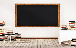 Sala de clase, pizarra en la pared blanca con la tabla, silla y pilas de libros en el piso de madera, 3d rendido libre illustration