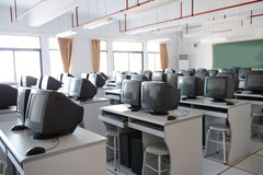 Sala de clase vieja del ordenador Imágenes de archivo libres de regalías