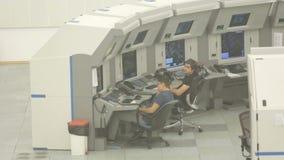 Sala de comando da autoridade dos serviços do tráfico aéreo filme