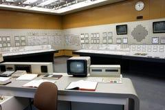 Sala de comando do estilo antigo do central nuclear Imagens de Stock Royalty Free