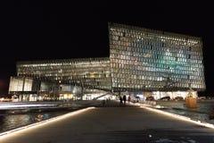 Sala de conciertos de Harpa en la noche Imagen de archivo