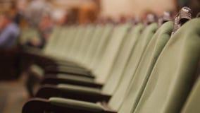 Sala de conciertos vacía de la ópera - sillas verdes sin los espectadores foto de archivo libre de regalías