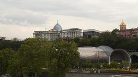 Sala de conciertos y la residencia oficial del presidente georgiano almacen de video