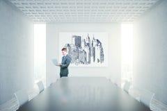 Sala de conferências concreta com bandeira vazia Fotos de Stock
