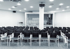 Sala de conferências moderna da imprensa imagem de stock royalty free