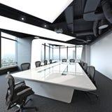 Sala de conferências vazia moderna do escritório para negócios da elevação alta executiva que negligencia uma cidade Imagem de Stock Royalty Free