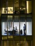 Sala de conferencias de Using Cellphone In del hombre de negocios imágenes de archivo libres de regalías