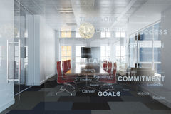 Sala de conferencias del negocio de la alta oficina vacía contemporánea ejecutiva de la subida que pasa por alto una ciudad Fotos de archivo libres de regalías
