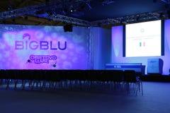 Sala de conferencias en 2012 azul grande Imágenes de archivo libres de regalías