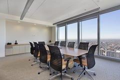 Sala de conferencias en el edificio de oficinas Fotografía de archivo
